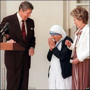 1985-06-20 Medal of Freedom is presented to Mother Teresa.