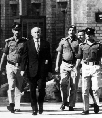 1977-10-24 BhuttonMurder Trial start
