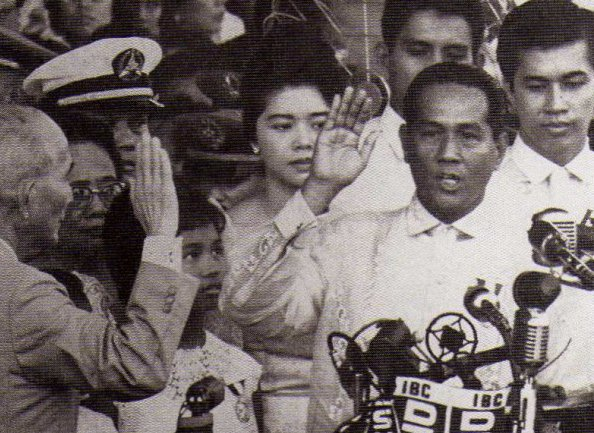 1961-12-30 Mmacapagal taking oath